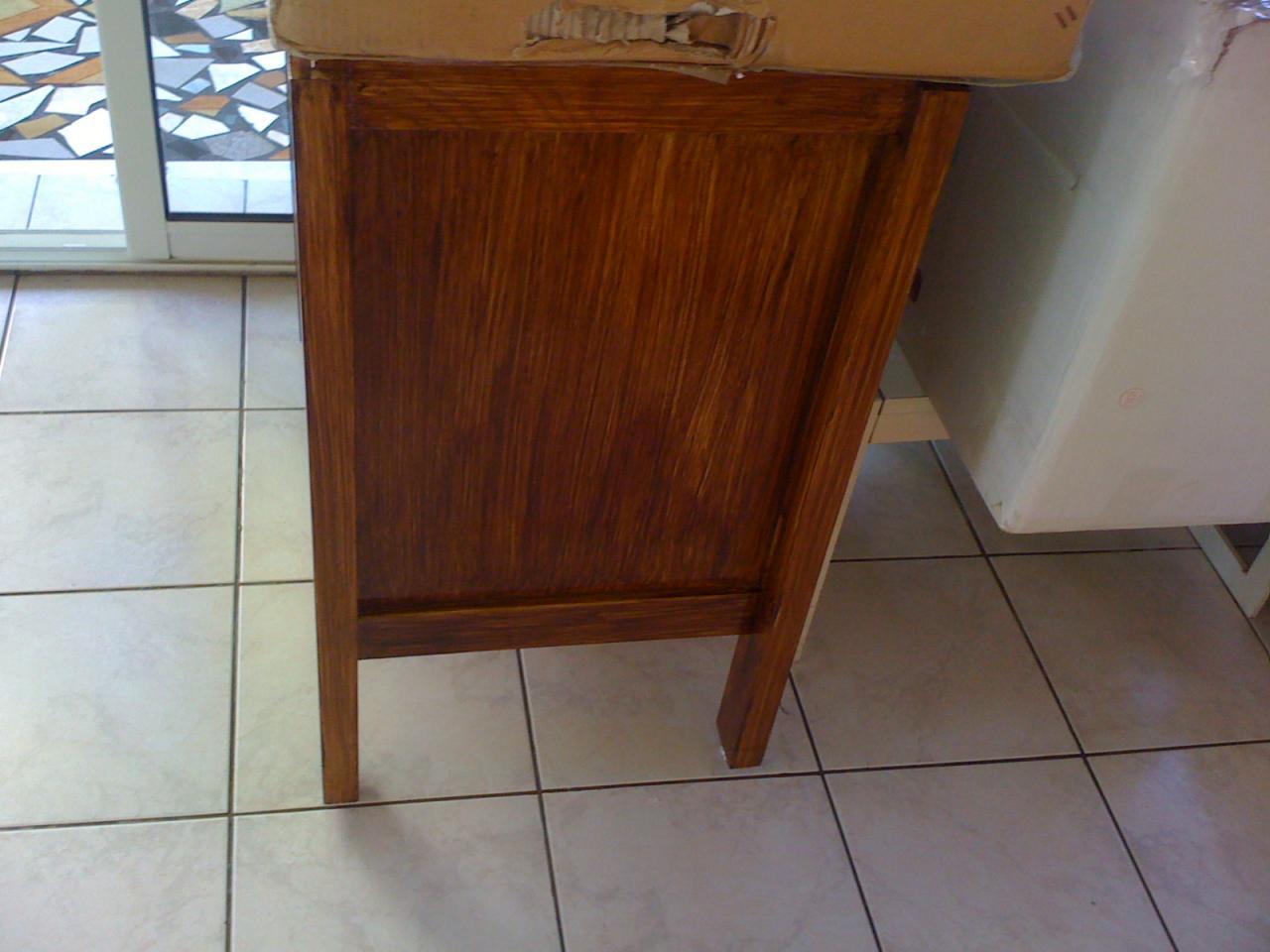 peindre un meuble en fr ne massif. Black Bedroom Furniture Sets. Home Design Ideas
