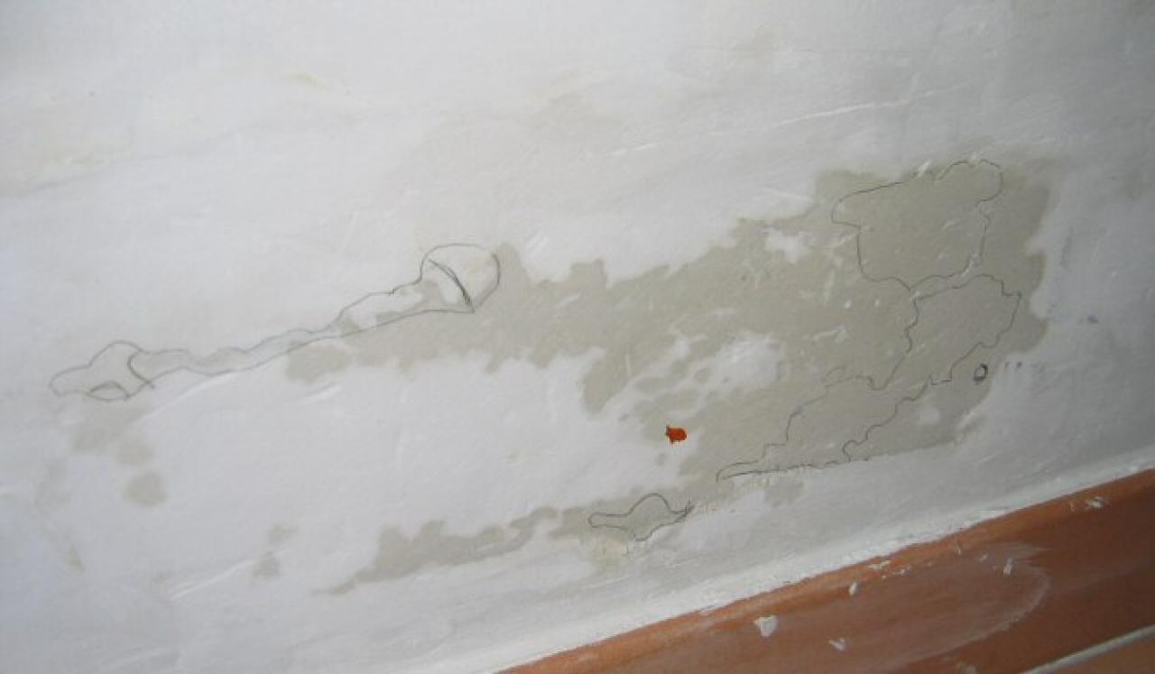 T che d 39 humidit incompr hensible sur mur b ton - Humidite sur les murs interieurs ...