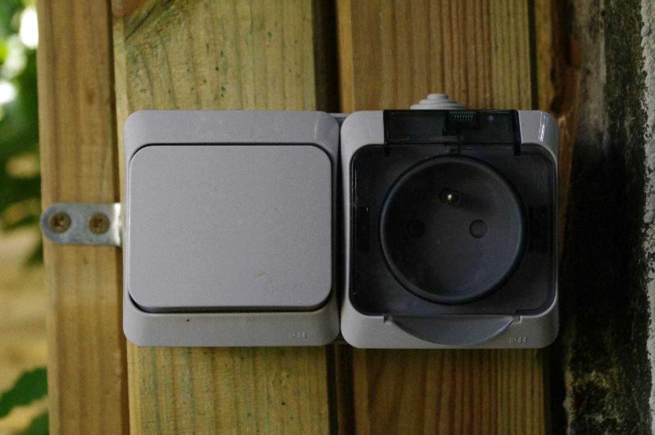 sch ma lectrique pour branchement interrupteur prise. Black Bedroom Furniture Sets. Home Design Ideas
