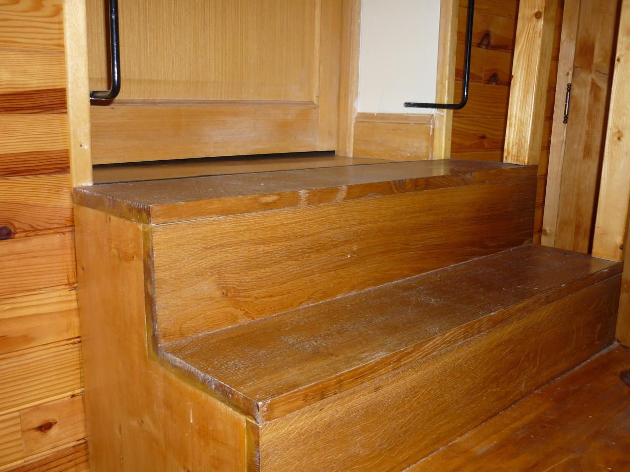besoin d 39 aide pour realiser un petit escalier. Black Bedroom Furniture Sets. Home Design Ideas