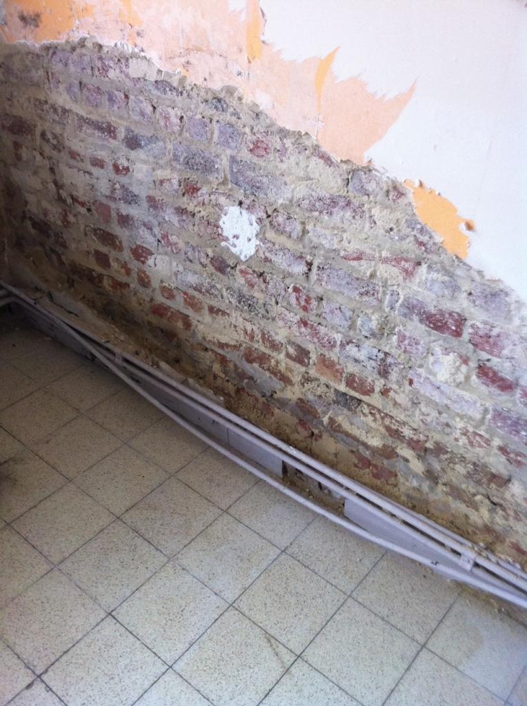 humidit bas de mur que faire. Black Bedroom Furniture Sets. Home Design Ideas