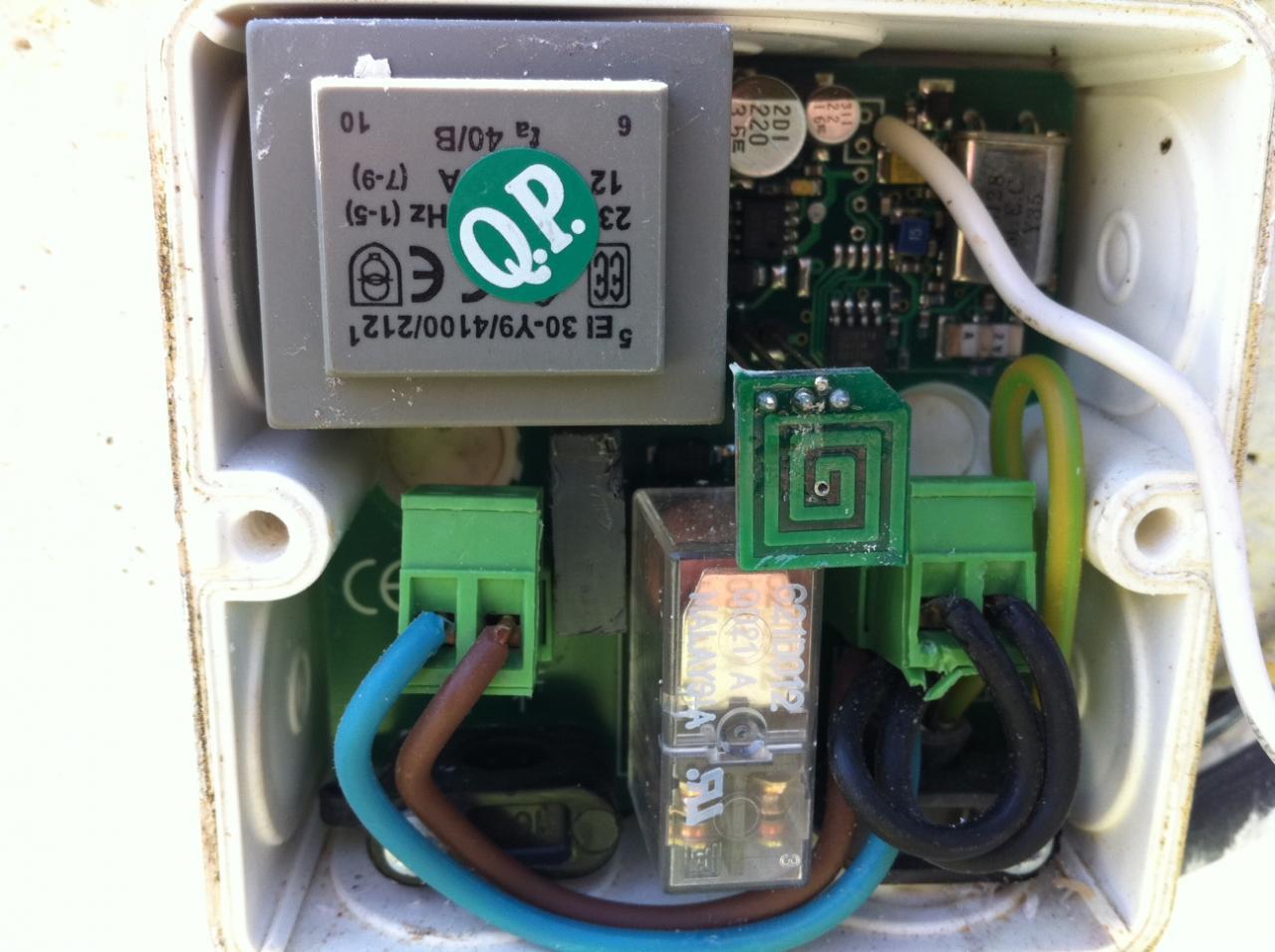 Eclairage ext rieur t l commander brancher sur portail for Branchement electrique exterieur