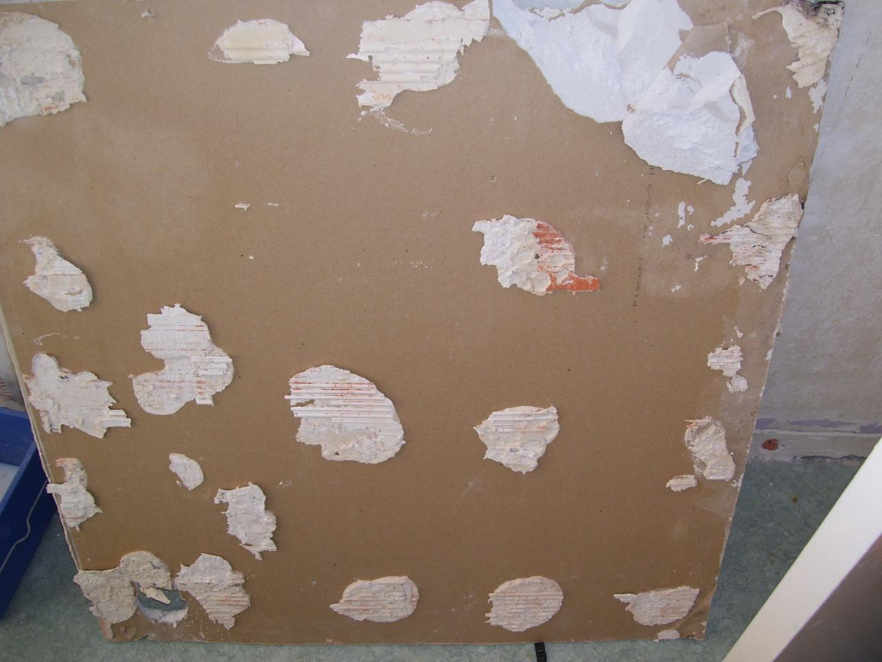 Peut on coller une plaque de ba13 sur un mur en brique - Coller placo sur mur ...