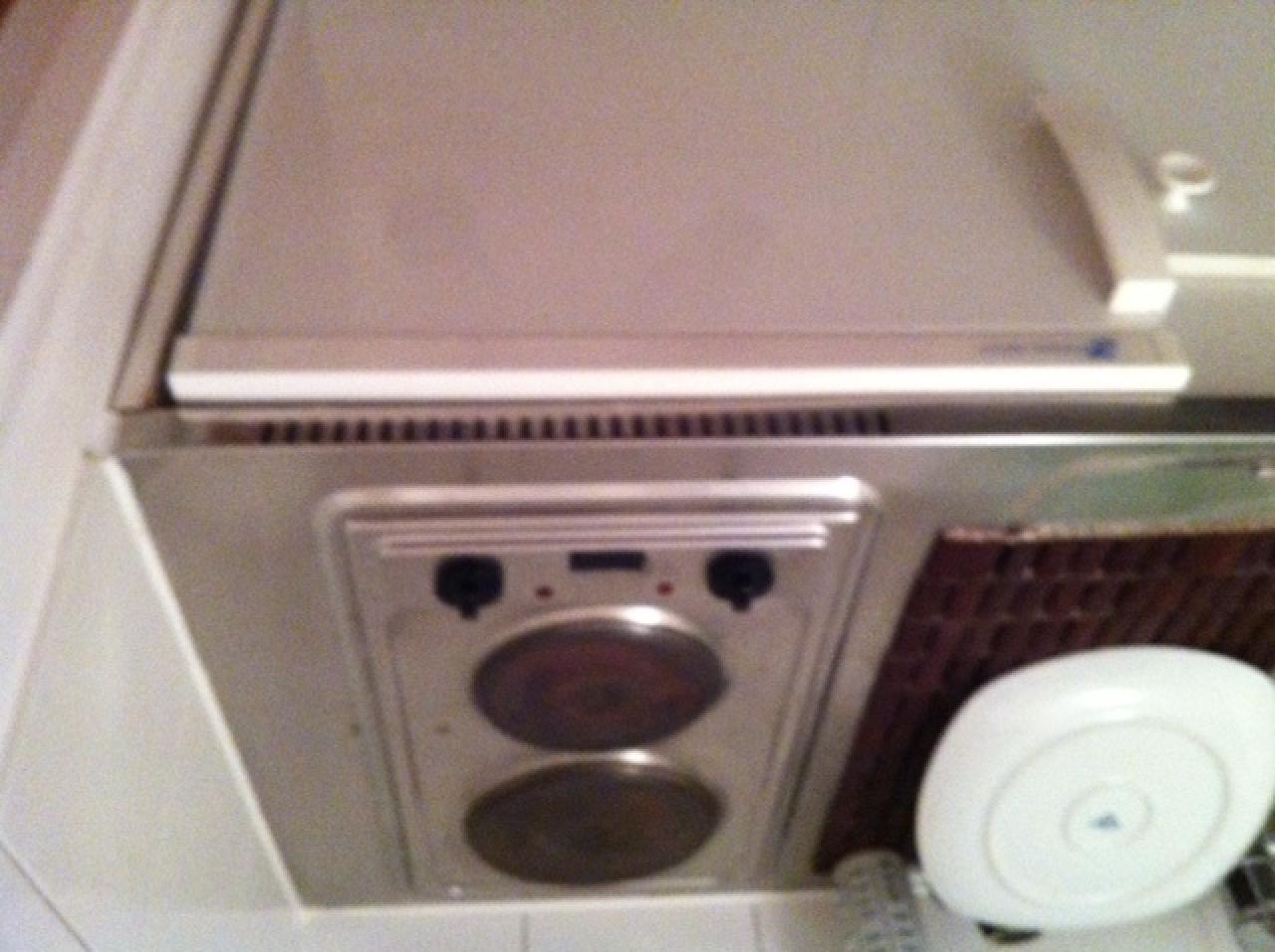 est il possible de changer la plaque de cuisson lectrique d 39 une kitchenette. Black Bedroom Furniture Sets. Home Design Ideas