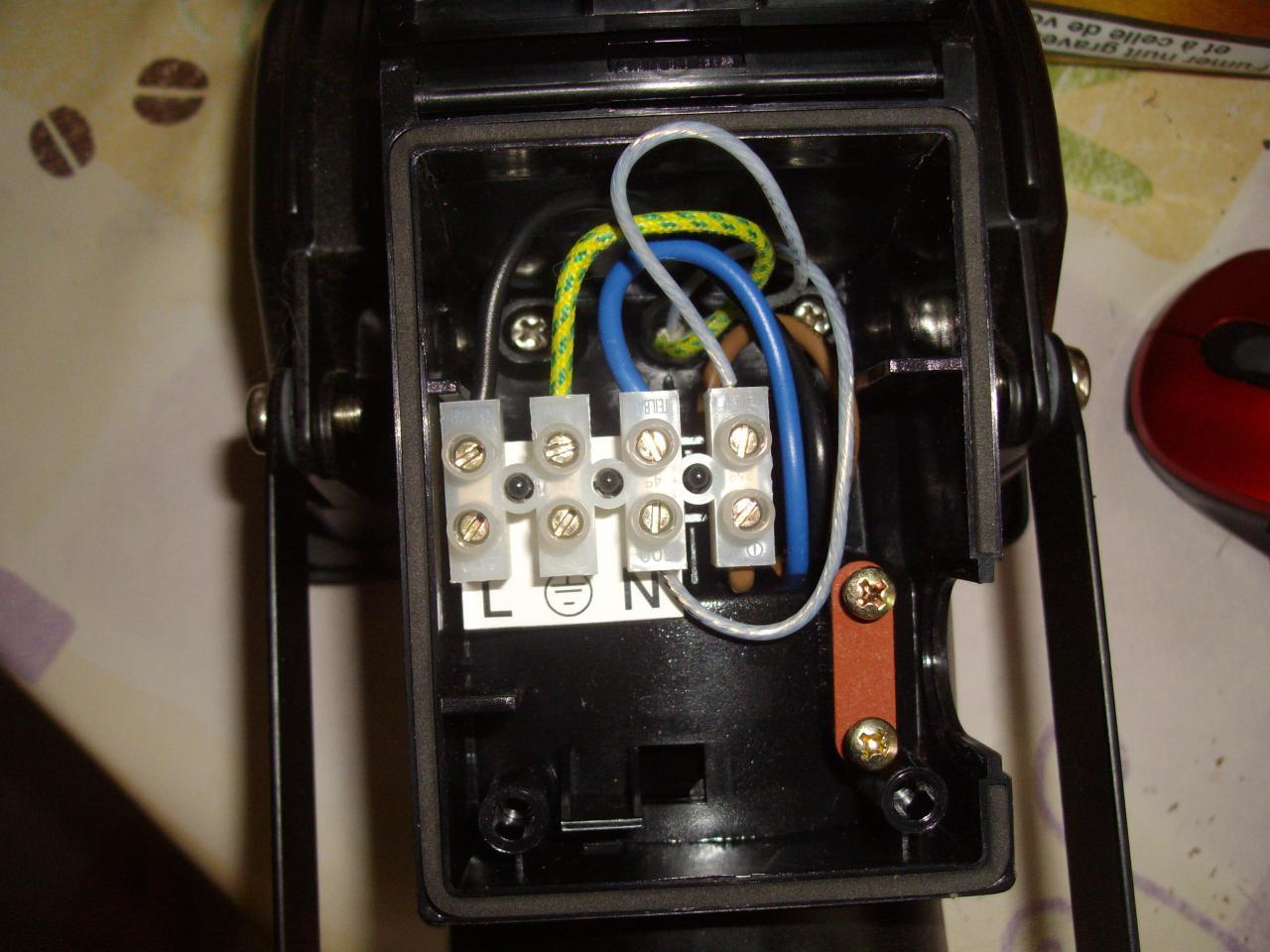 Branchement d 39 un d tecteur de pr sence for Branchement detecteur de mouvement exterieur