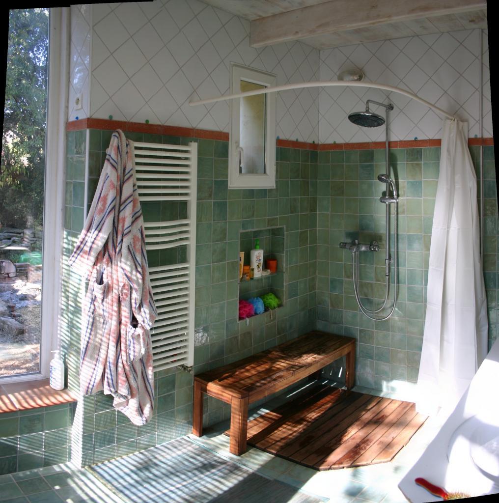 Salle de bain italienne en brique de verre for Cloison pour douche italienne