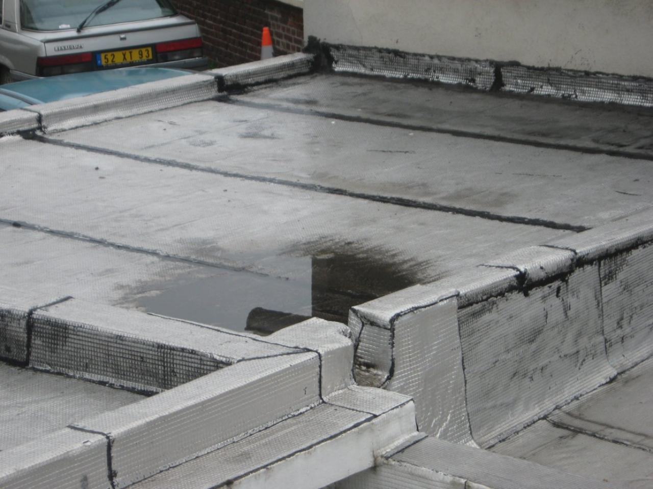 Eau stagnante sur toit plat plaques bitume for Toit toiture