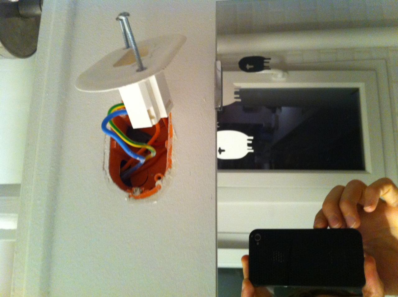 Boite Dcl Salle De Bain ~ fixer des appliques de salle de bain