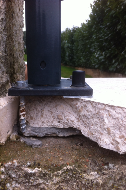 Installation d 39 un grillage rigide sur couvertine - Pose grillage sur muret ...