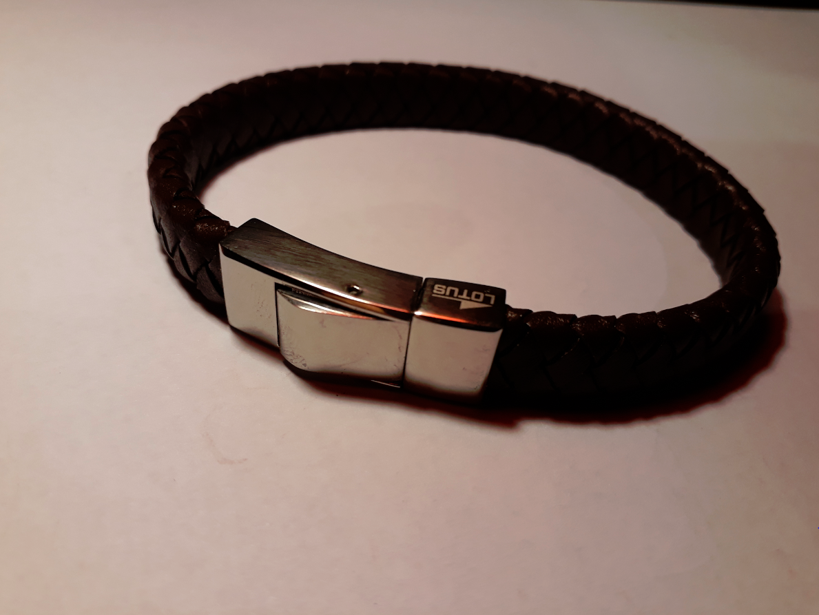 demonter bracelet cuir montre