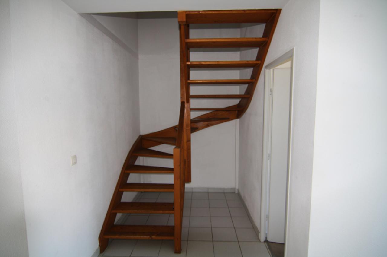 d montage d 39 escalier. Black Bedroom Furniture Sets. Home Design Ideas